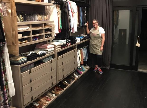 A personal organizer Carol Rosa mostra como ficou o closet depois de sua arrumação (Foto: Divulgação)