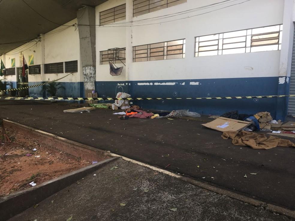 Morador de rua foi assassinado na noite desta segunda-feira (12), em Presidente Prudente (Foto: Gabriel Tibaldo/G1)