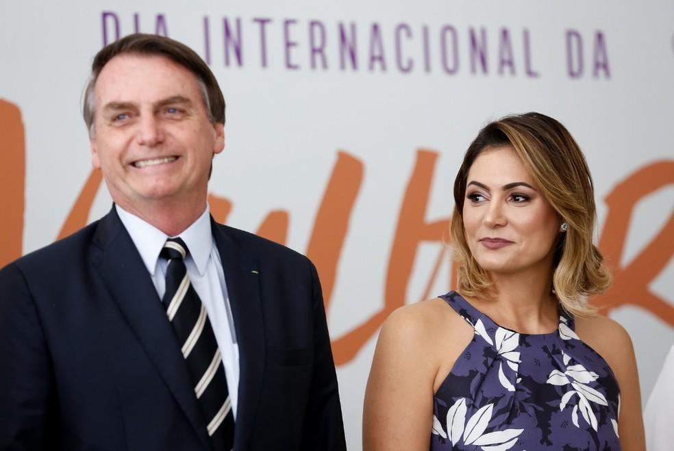 c658e7cdb Bolsonaro e Michelle participam de cerimônia no Planalto sobre Dia ...
