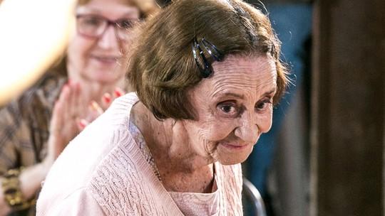 Elenco celebra a volta de Laura Cardoso a 'Sol Nascente'