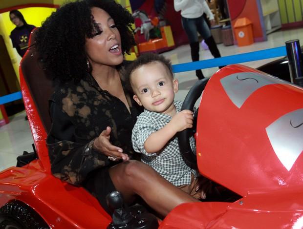 Negra Li com o filho, Noah (Foto: Marcos Ribas/Brazil News)
