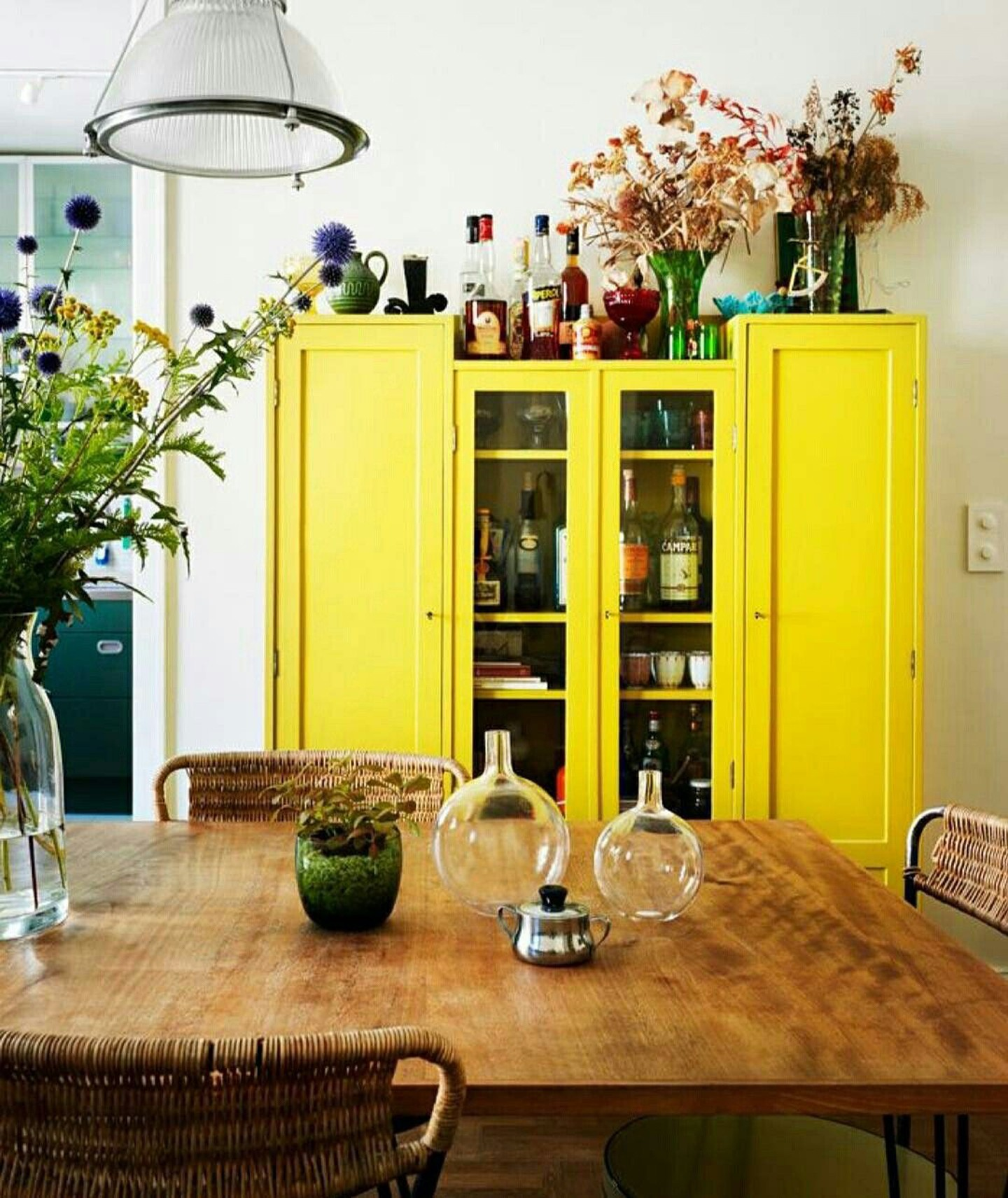 Décor do dia: móvel colorido é destaque na sala de jantar  (Foto: Divulgação)