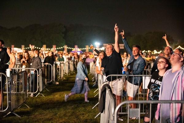 Público em show de Sam Fender com distanciamento social na Inglaterra — Foto: Divulgação / Virgin Money Unity Arena / David Wala