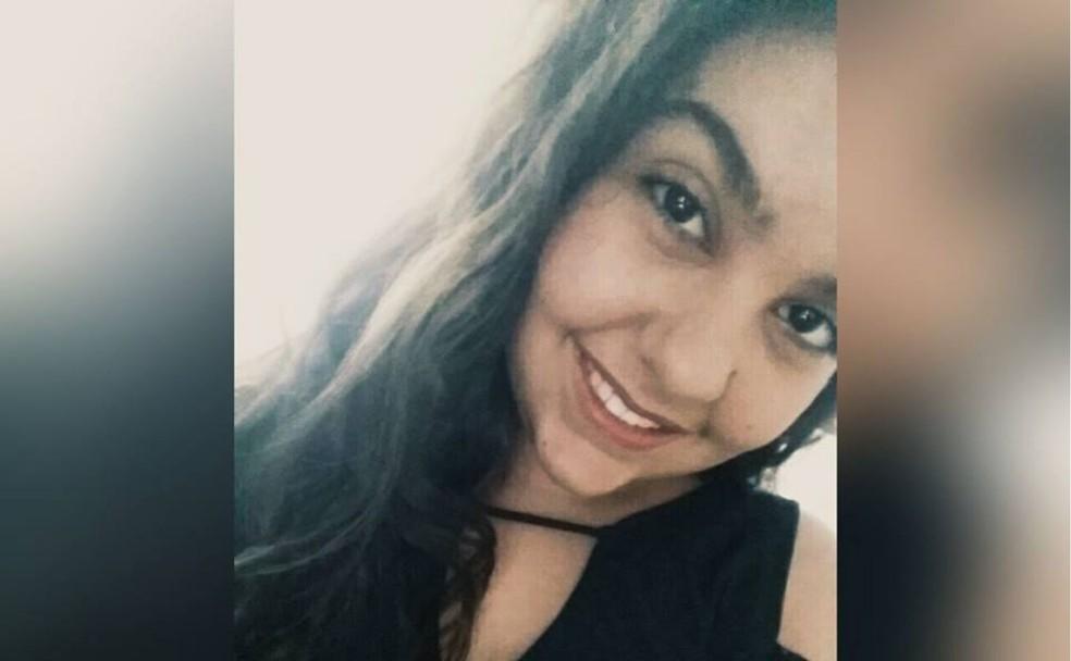 Isadora de Morais, de 14 anos, está internada em hospital após ser baleada por colega em escola Goiânia Goiás (Foto: Reprodução/Facebook)