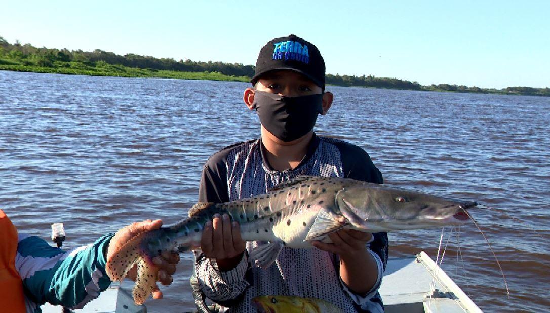 Pescaria na fronteira tem piraputanga faminta e a história do 'menino pescador'