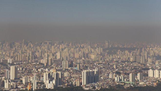 Foto de São Paulo feita em 2012, quando a cidade registrou sua maior sequência de dias seguidos sem chuva (Foto: Getty Images via BBC News Brasil)