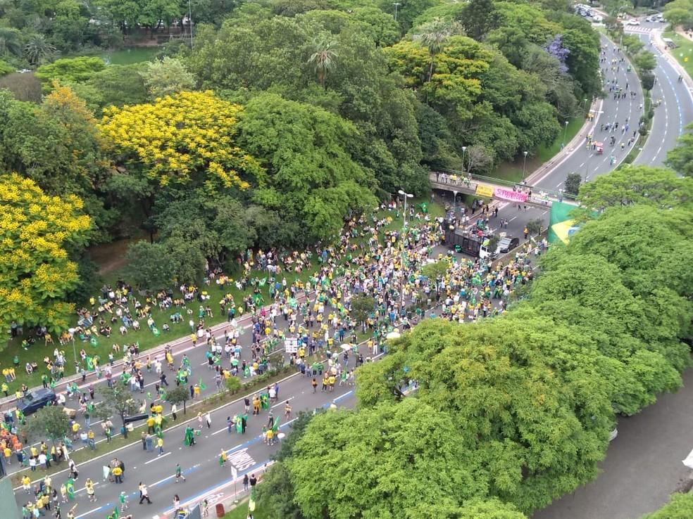 Em Porto Alegre (RS), manifestantes se reúnem em ato a favor da prisão em segunda instância — Foto: Guacira Merlin/RBS TV