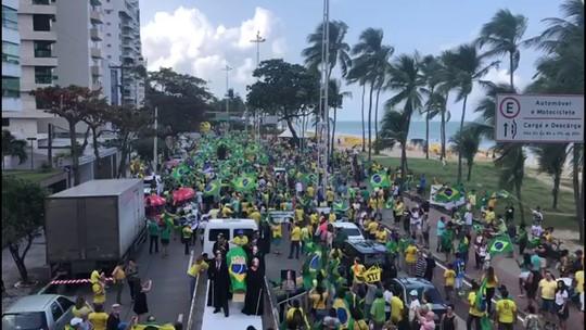 Manifestantes protestam contra projeto de lei de abuso de autoridade na Zona Sul do Recife