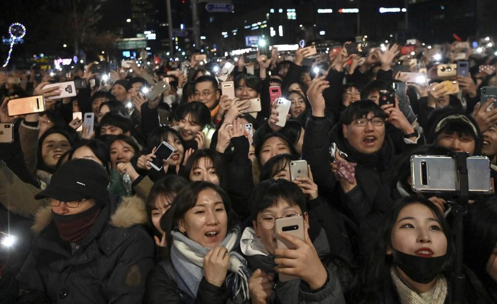 Público celebra chegada de 2020 em Seul, na Coreia do Sul — Foto: Jung Yeon-je / AFP