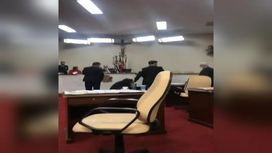 Sessão da Câmara de Rio Preto é encerrada após tumulto entre vereadores