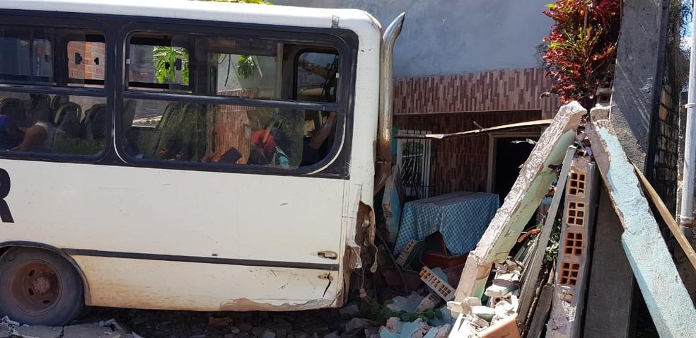 O veículo atingiu uma casa no acidente (Foto: Ascom/PC)