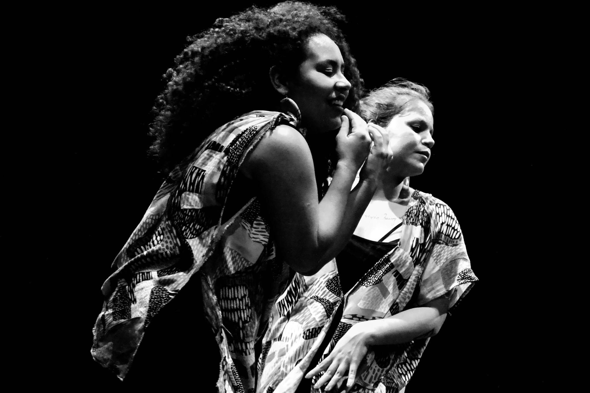 Espetáculo de dança 'Notas Sobre Ela' é apresentado em escolas de jovens e adultos em Manaus - Notícias - Plantão Diário