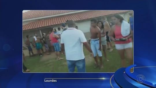 Polícia dá tiros de bala de borracha para conter pancadaria em semifinal de torneio de futebol; vídeo