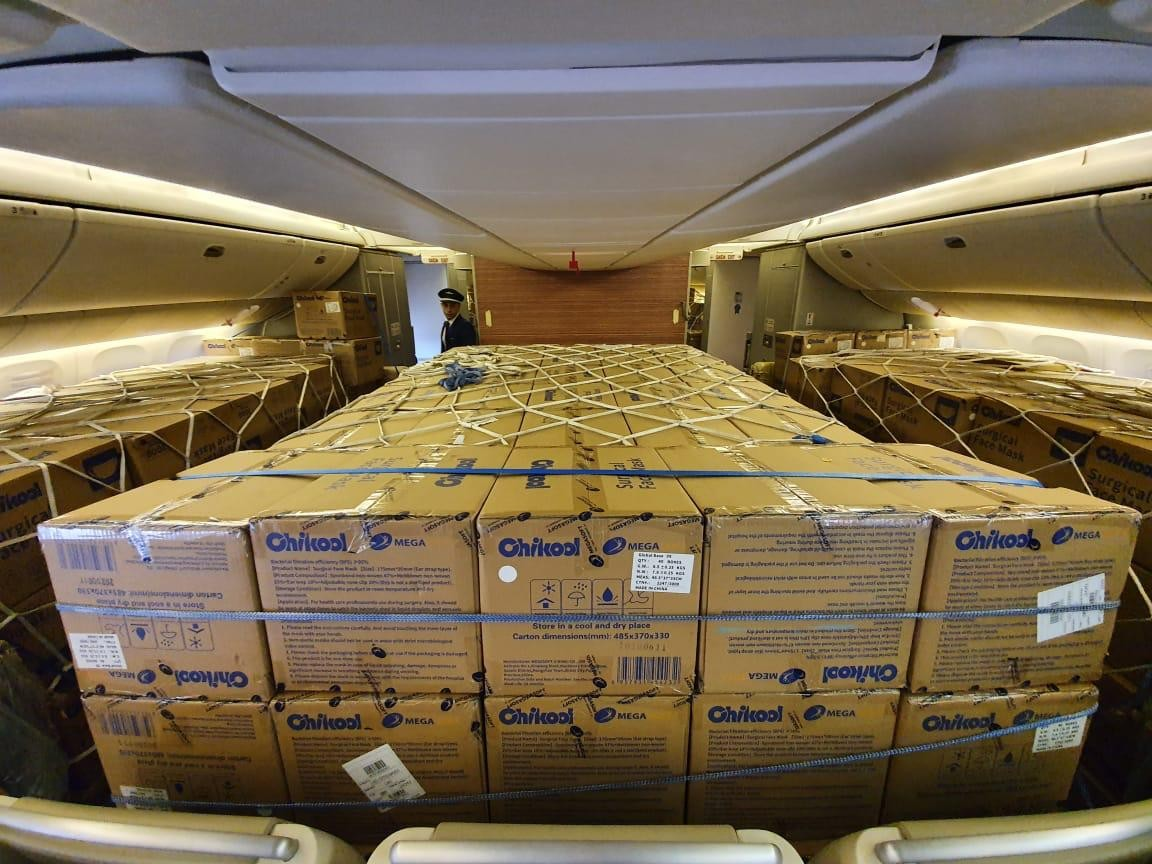 Lote com 11,8 milhões de máscaras importadas da China chega ao Aeroporto de Cumbica em SP