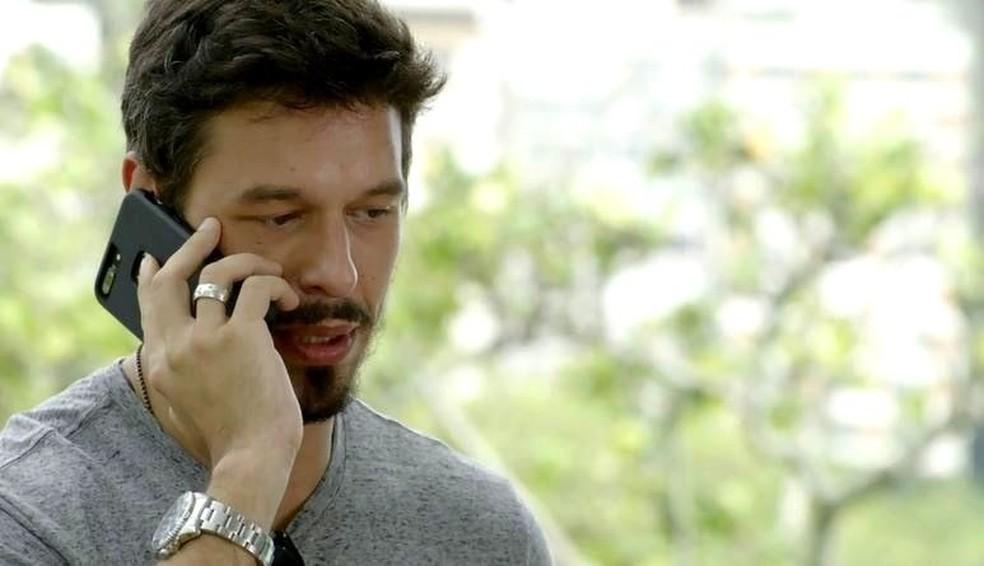 Alain garante a Isabel que sua amizade com Daniel será para a vida toda — Foto: TVGLOBO