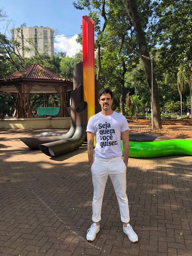 Designer inaugura mobiliário em São Paulo em homenagem ao ativismo LGBT+  (Foto: Divulgação )