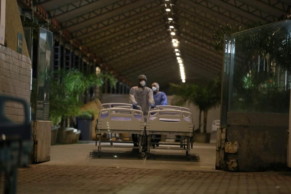 Chegada de material ao hospital de campanha do Presidente Vargas no fim de abril. — Foto: Kid Júnior/SVM