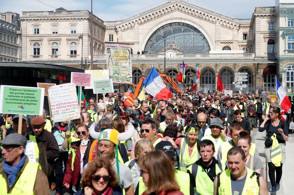 'Coletes amarelos' protestam pelo 20º sábado em Paris. Eles se concentram em frente à estação de trem Gare de l'Est — Foto: Charles Platiau/Reuters