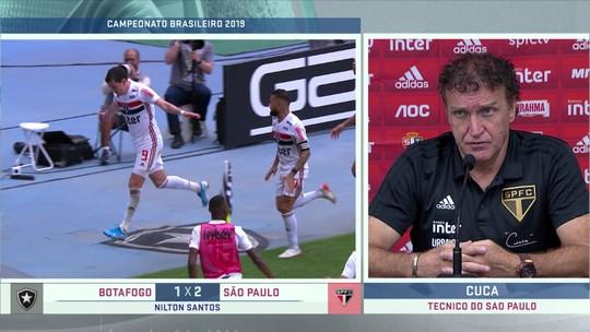 """Cuca explica uso de Daniel Alves e elogia desempenho do São Paulo: """"Premiado com gol no fim"""""""