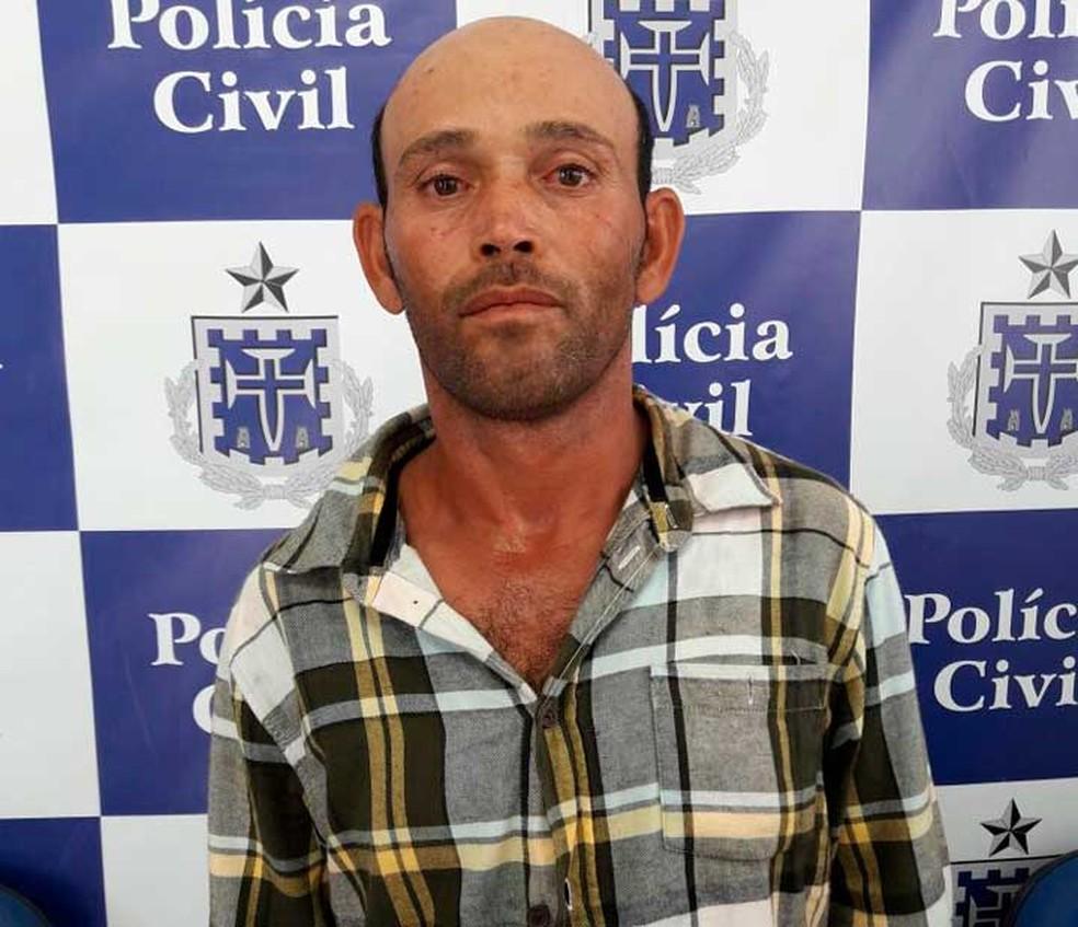 Homem foi preso após atar companheira com golpes de faca por vítima usar short curto na Bahia (Foto: Divulgação/Deam)
