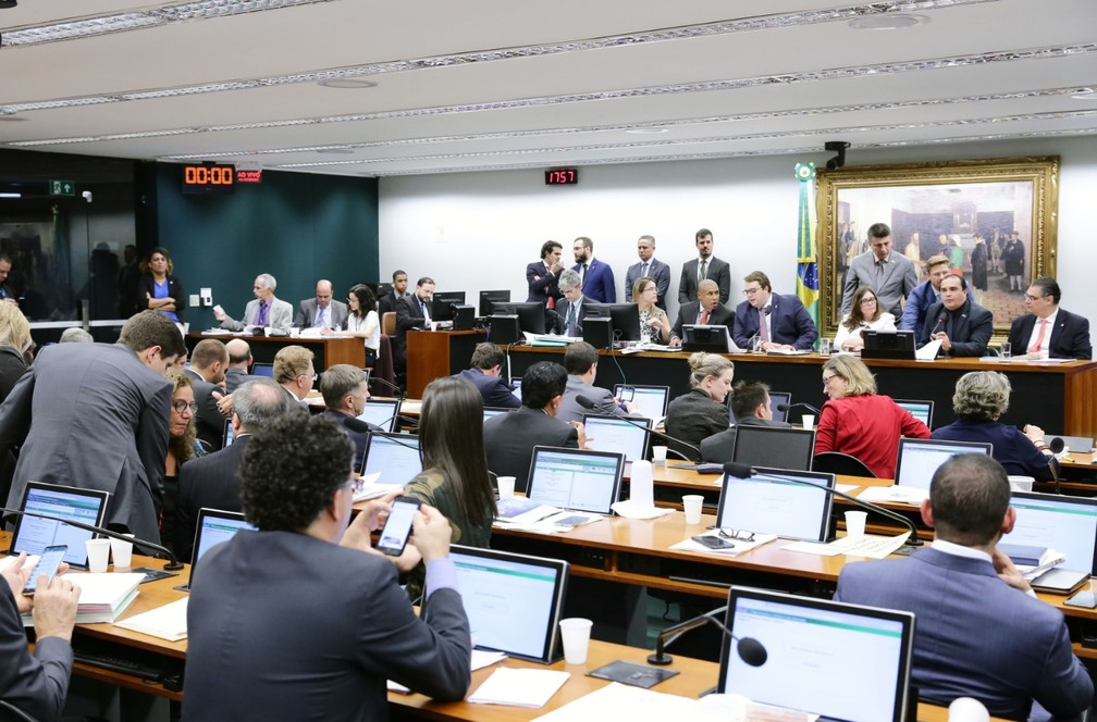 Deputados reunidos no plenário da CCJ da Câmara para votar reforma da Previdência — Foto: Michel Jesus/Câmara dos Deputados
