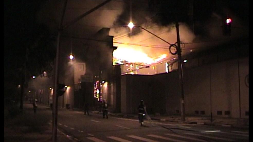 -  Incêndio destrói Centro Cultural do Liceu de Artes e Ofícios, em São Paulo  Foto: Reprodução GloboNews