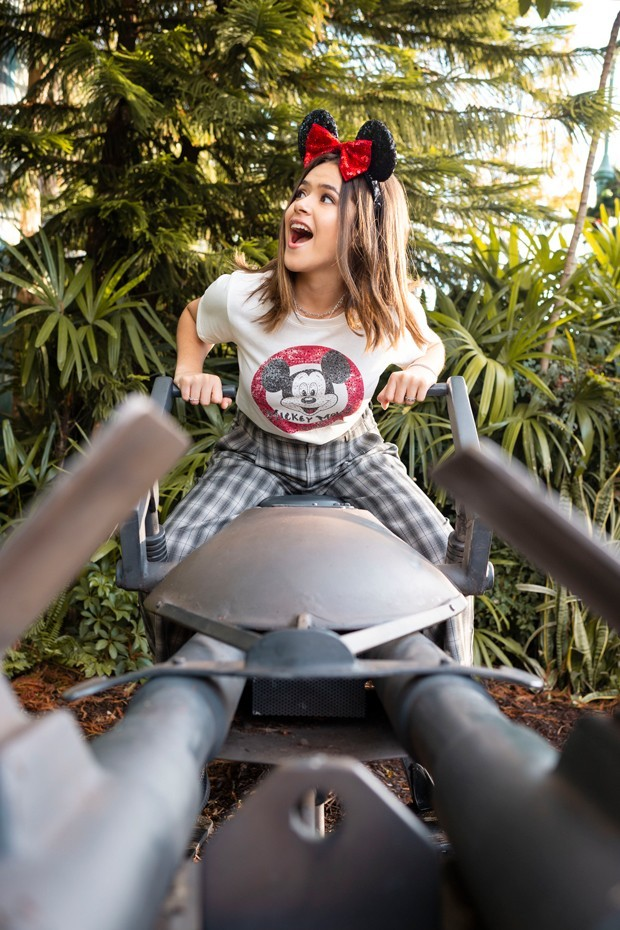 Maisa pilota uma nave na área de Star Wars no parque Disney´s Hollywood Studios (Foto: Charlene Guilliams/ Walt Disney World Resort)