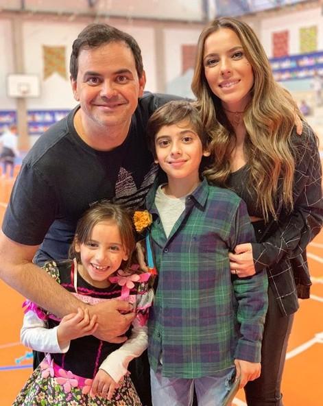 Carioca com a família (Foto: Reprodução Instagram)
