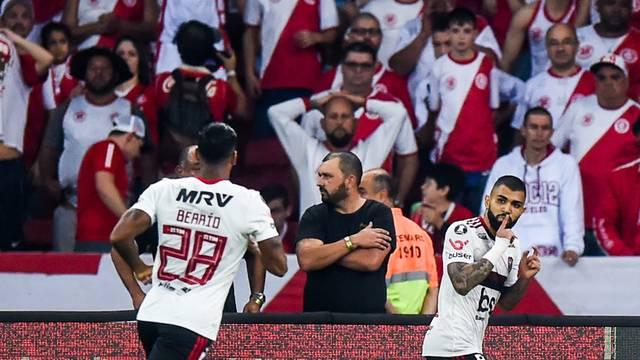 Gabriel faz o gol decisivo para o Flamengo