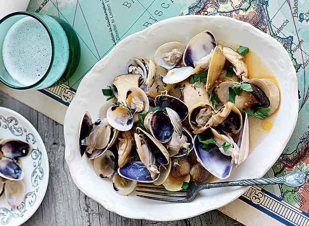 Cogumelo, mariscos e mexilhões em vinho branco (Foto: William Mappem/ACP/TCS)