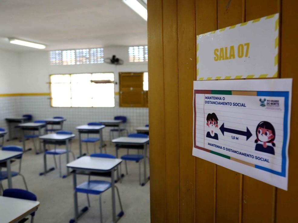 Ideia é profissionais da educação vacinados com parte da reserva técnica — Foto: Sandro Menezes
