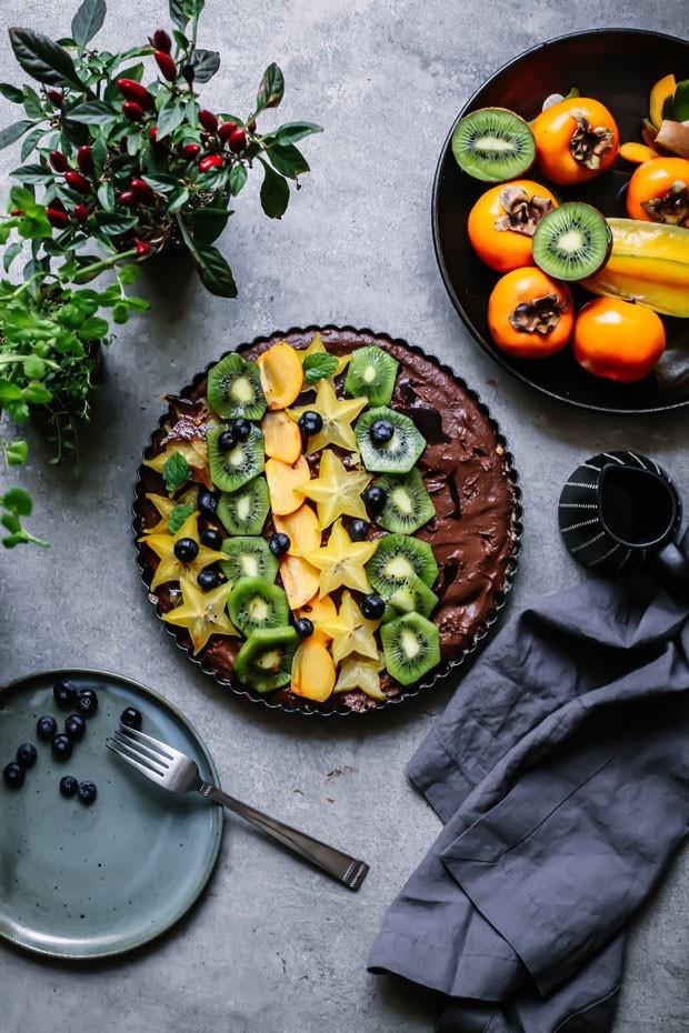 Torta crua de chocolate leva wasabi e gengibre na massa (Foto: Simplesmente)