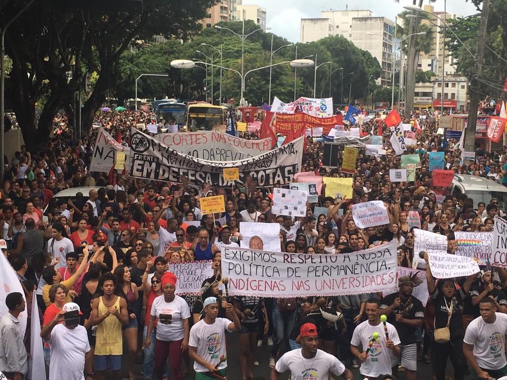 Protesto reúne multidão em Salvador — Foto: Maiana Belo/G1 Bahia