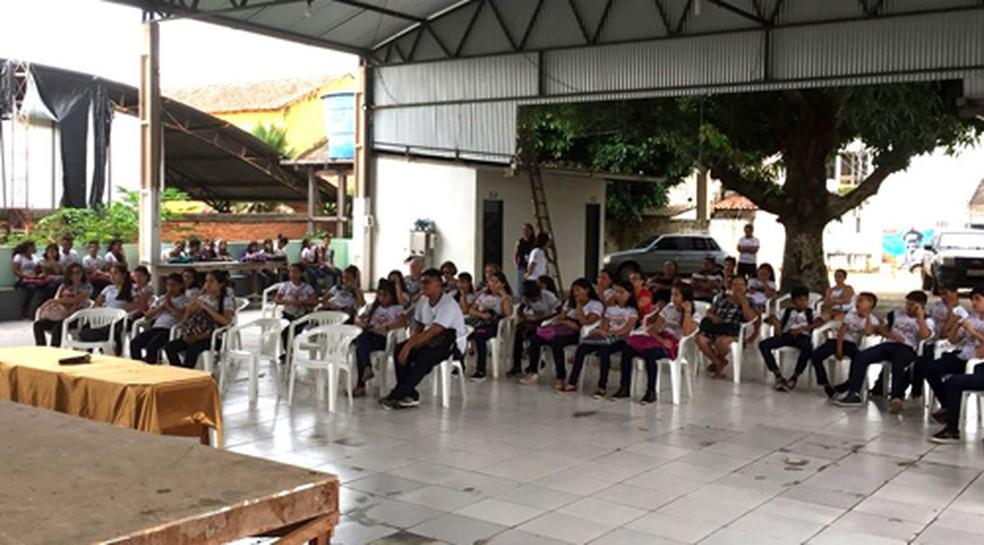 -  Alunos participando do projeto   39;Ministério Público em diálogos com a comunidade  39;, em Alter do Chão  Foto: Promotoria do Tribunal do Juri/Divu