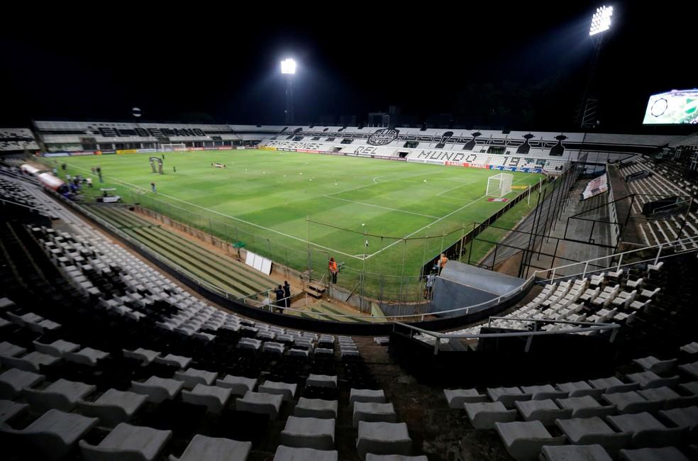 Partida entre Defensa y Justicia e Olimpia foi com portões fechados — Foto: Luis Vera/Getty Images — Foto: REUTERS/Jorge Adorno
