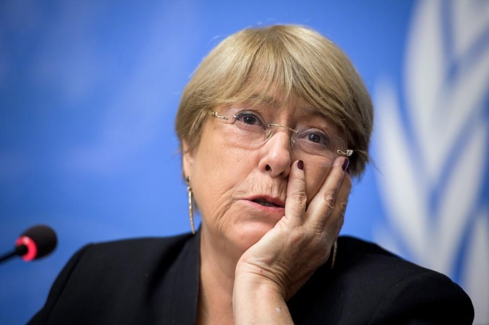 Michelle Bachelet durante entrevista coletiva em Genebra, no dia que marca um ano em que ela está no cargo de alta comissária para direitos humanos da ONU — Foto: Fabrice Coffrini/AFP