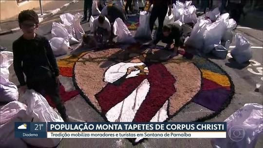 Santana de Parnaíba ganha decoração com 850 metros de tapetes coloridos para o Corpus Christi