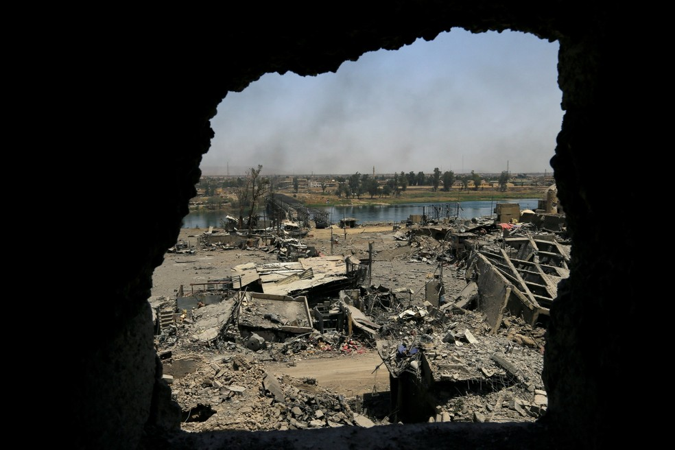 Vista da cidade velha de Mossul, destruída após combates entre Iraque e Estado Islâmico  (Foto: Thaier Al-Sudani/Reuters)