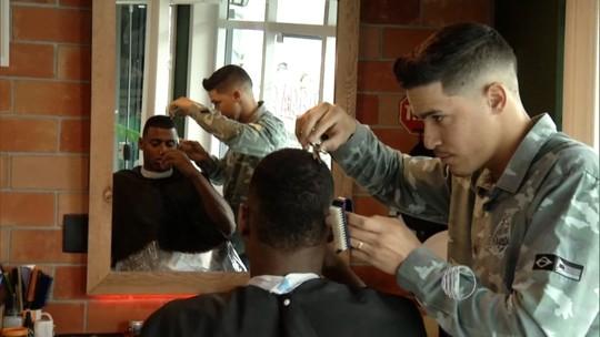 Barbearia de Mogi atrai jogadores e se torna ponto de encontro de estrelas do NBB