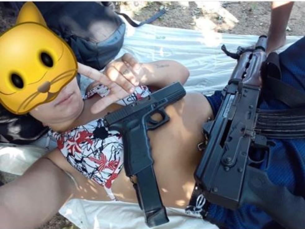 Com filtro de gata, Rayane postava fotos armada em São Gonçalo — Foto: Reprodução/Arquivo Pessoal