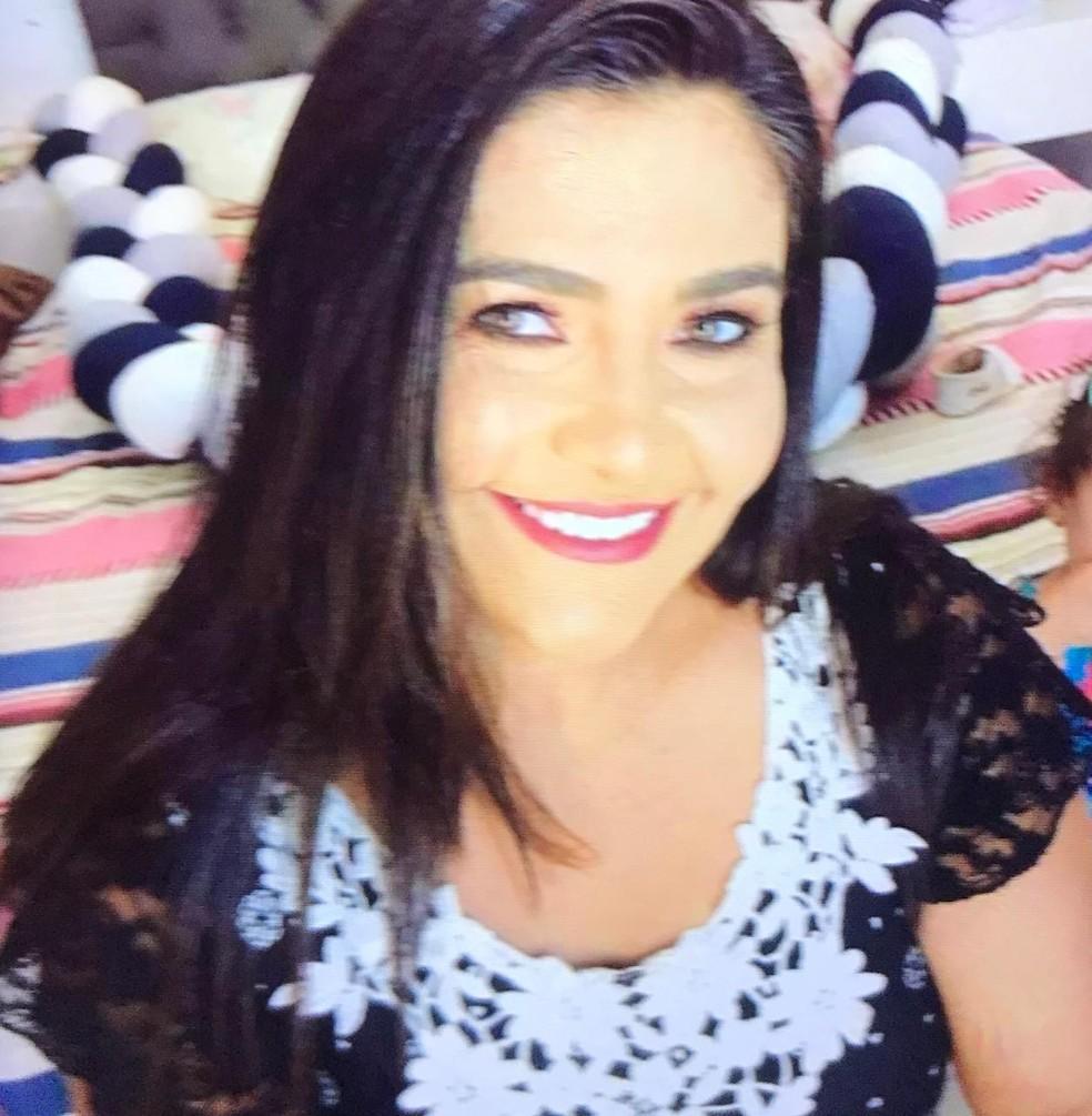 Ana Cleide Silva, de 43 anos, passou mal após receber ligação com notícia de que a casa dela teria sido invadida. Ela foi levada ao hospital e morreu no local — Foto: Arquivo pessoal