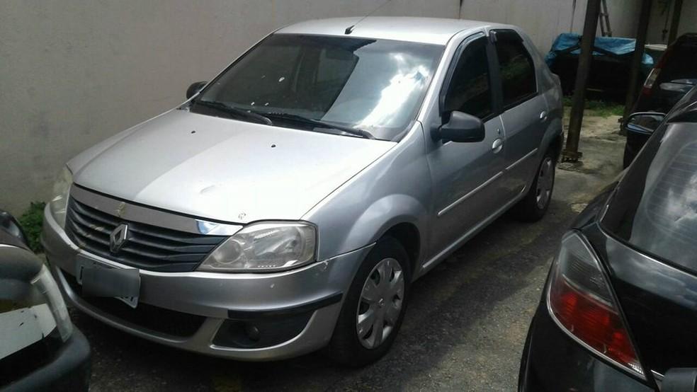 Carro que pode ter sido usado por suspeitos de envolvimento em morte de Marielle Franco no RJ foi encontrado em Ubá (Foto: Marlan Kling/G1)