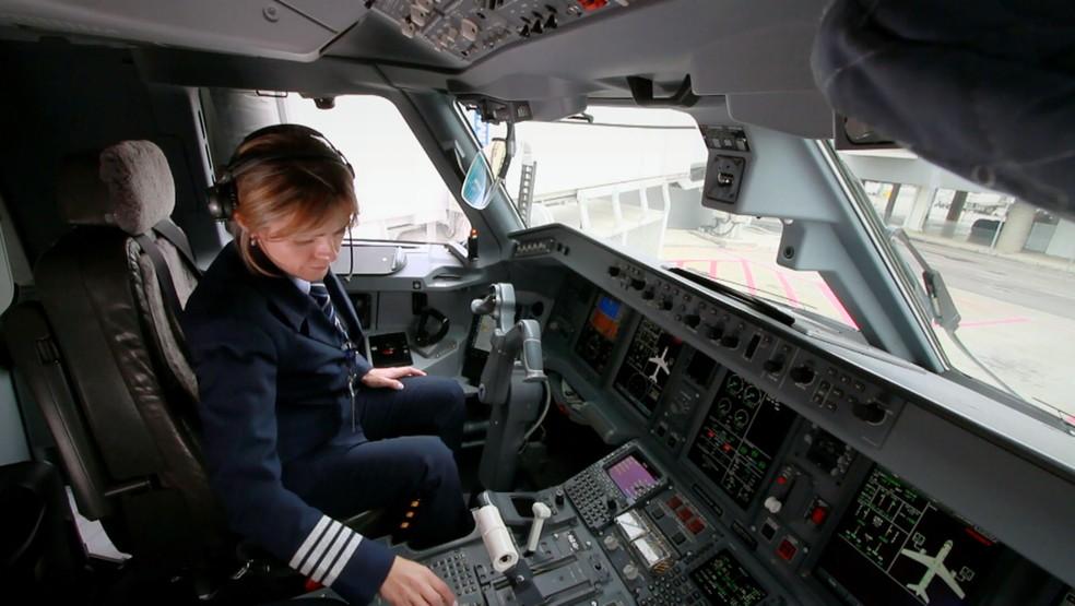 Maria Medeiros, piloto de Vinhedo (SP); profissão deverá crescer nos próximos anos, diz pesquisa (Foto: Reprodução/EPTV)