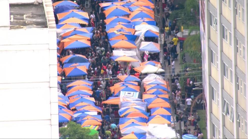 Comércio ambulante lota vias do Brás, no Centro de SP — Foto: Reprodução/TV Globo