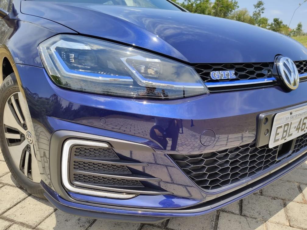 Diferenças do GTE para o GTI ficam na substituição dos detalhes vermelhos pelos azuis — Foto: André Paixão/G1