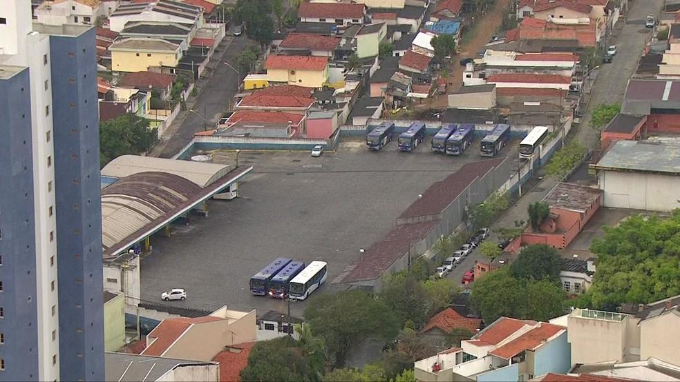 Garagem da EMTU próxima ao acidente na Avenida Doutor Antônio Álvaro, em Santo André — Foto: Reprodução/TV Globo