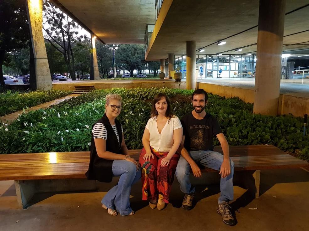 Laíssa Karzmierczak, Priscilla Perini e Cleandho Marcos de Souza são autores do projeto de arborização — Foto: Carolina Dantas/G1