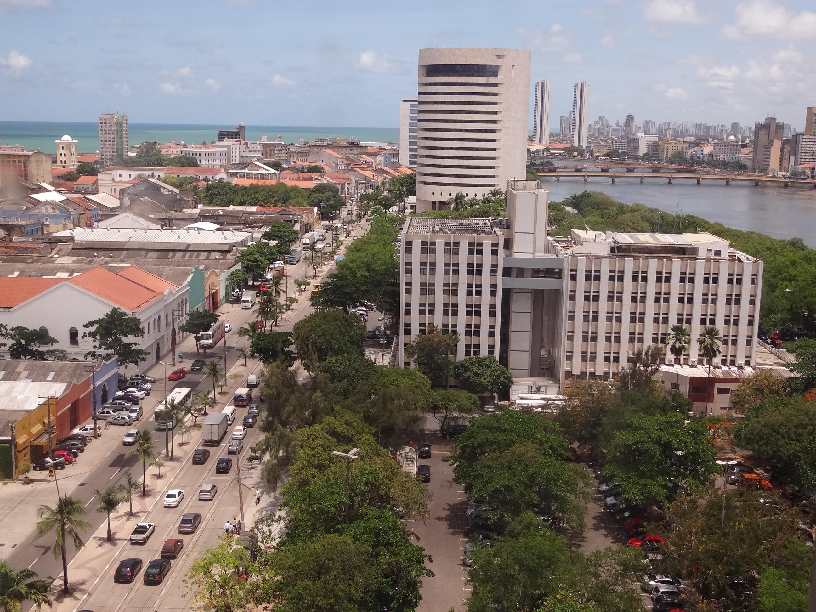 Recife tem pontos de bloqueio e desvio de trânsito para realização de corrida