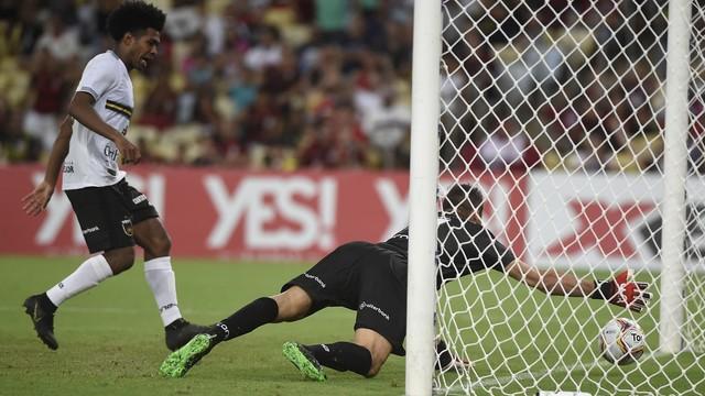 Reação do Flamengo começou com frango do goleiro do Voltaço