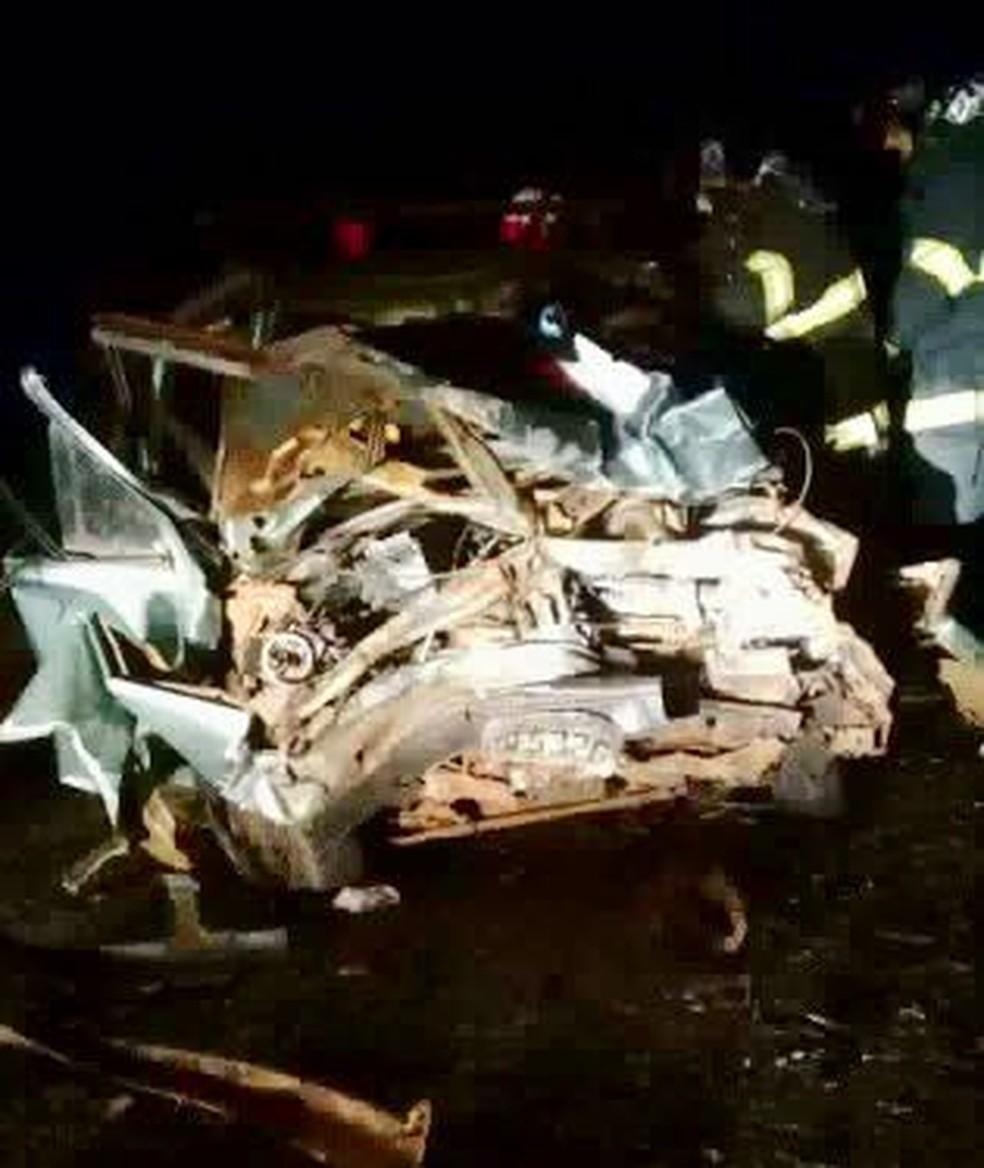 Acidente deixou carros destruídos em vicinal de Cafelândia (Foto: Arquivo Pessoal/J.Serafim)